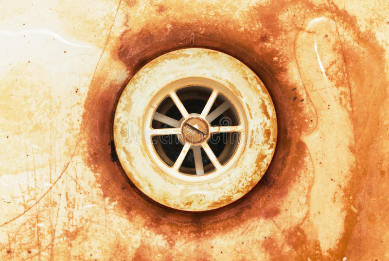 Alter schmutziger Wasserablaß lizenzfreie stockbilder