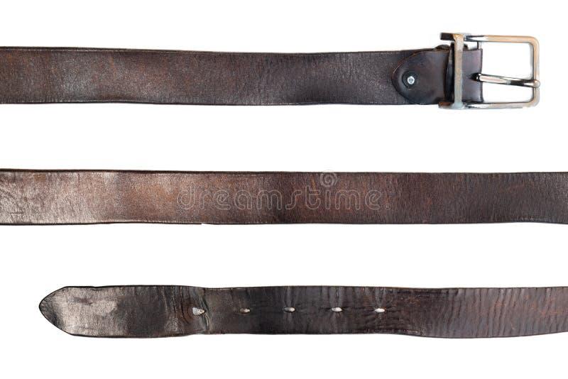 Alter schwarzer Ledergürtel auf Weiß stockfotografie
