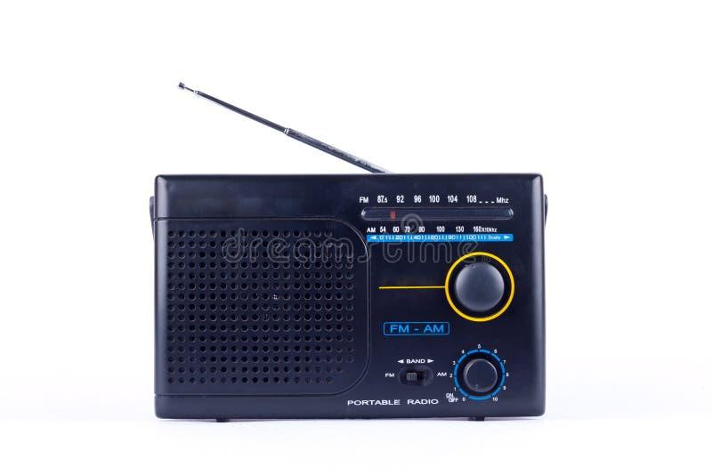 Alter schwarzer Weinleseretrostil morgens, Transistor-Empfänger portablen Radios FMs auf dem weißen Hintergrund lokalisiert stockfoto