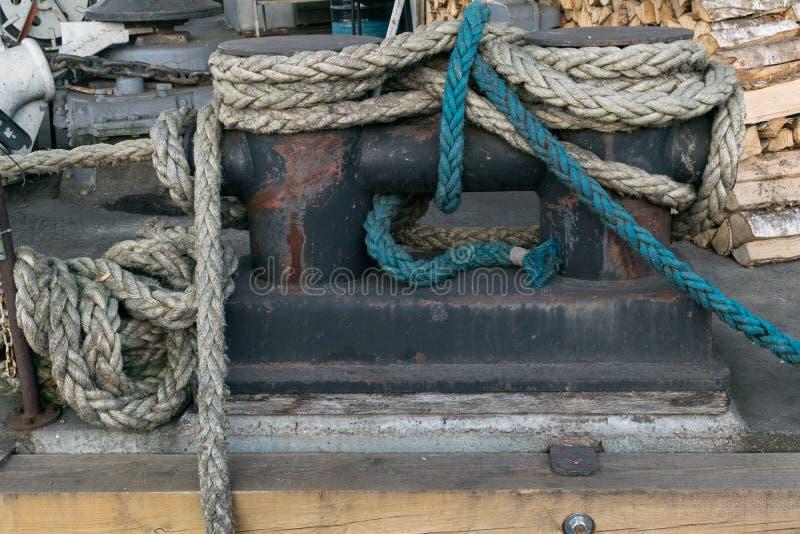 Alter Seil-Hintergrund Großes Seeseil lizenzfreie stockbilder