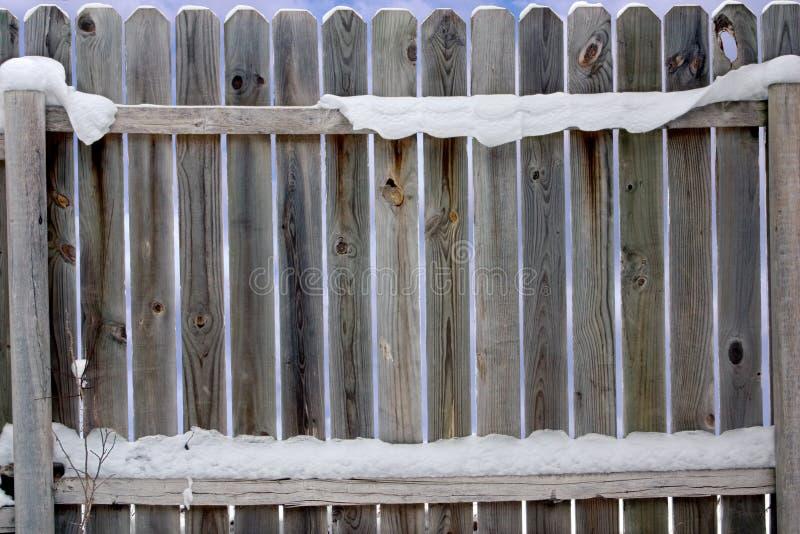 Alter Snowy-Zaun lizenzfreie stockfotografie