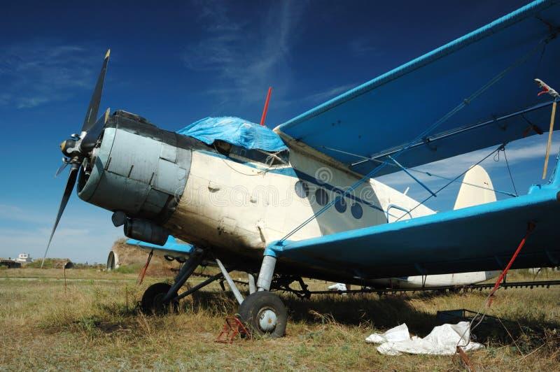 Alter sowjetischer Transportdoppeldecker An-2 stockbild