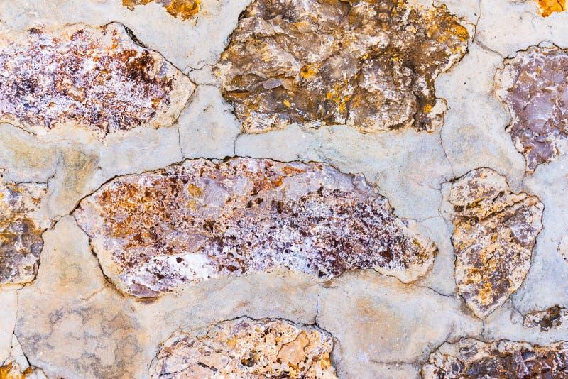 Alter Stein gelegt in das Wand, interessante und ursprüngliche backgroun lizenzfreies stockbild
