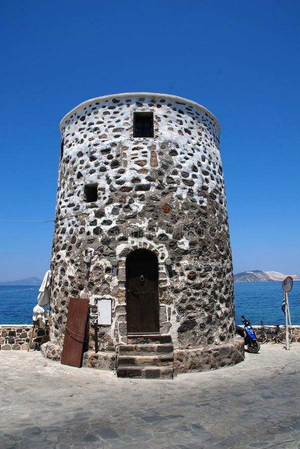 Alter Steinkontrollturm, Nisyros stockbilder