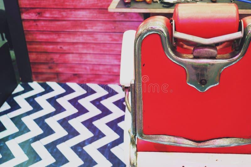 Alter stilvoller Weinlese-Barber Chair-Hintergrundabschluß oben lizenzfreie stockbilder