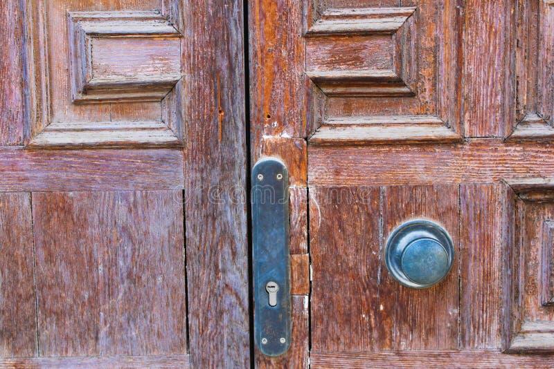 Alter Tür-Detail-Holzgriff stockbilder