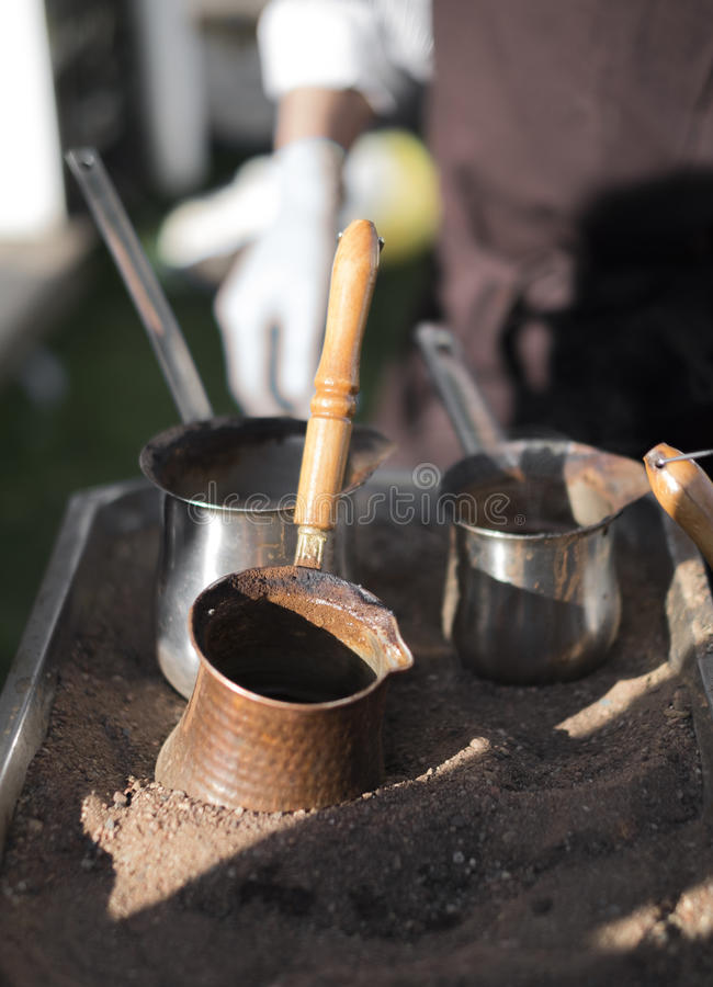 Alter türkischer coffie Hersteller lizenzfreie stockfotos