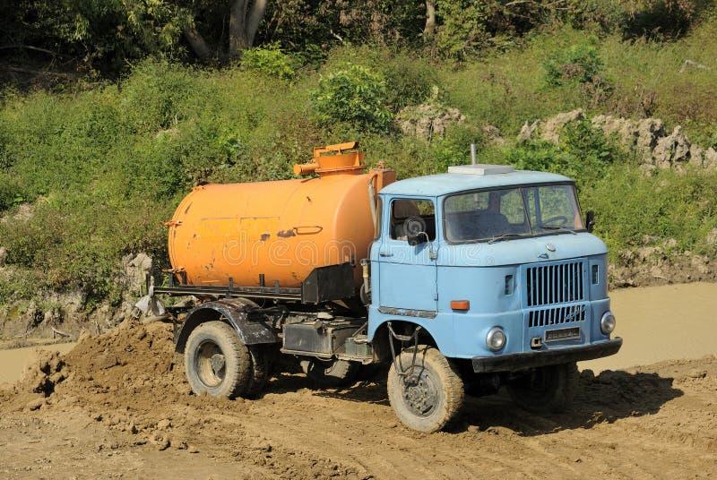 Alter Tankwagen lizenzfreie stockfotografie