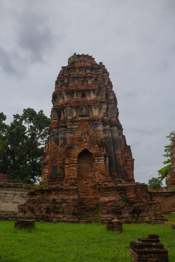Alter alter Tempel Alte Pagodenstatue in Wat Yai Chaimongkol Ayu lizenzfreie stockfotos
