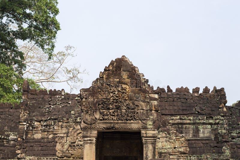 Alter Tempel in Angkor Wat Tempeleingangs-Flachrelief-Steinschnitzen Preah Khan Buddhistischer oder hindischer Tempel stockbilder