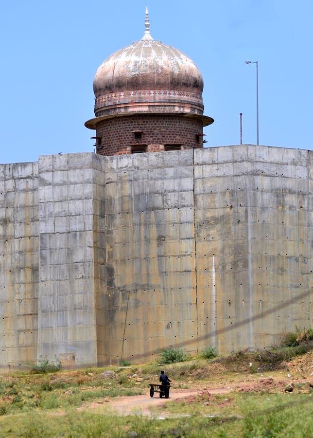 Alter Tempel auf der Bank von chambal Fluss stockfotografie
