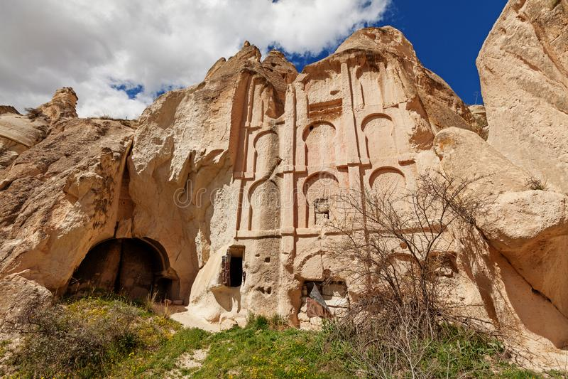 Alter Tempel in den Steinklippen lizenzfreies stockfoto
