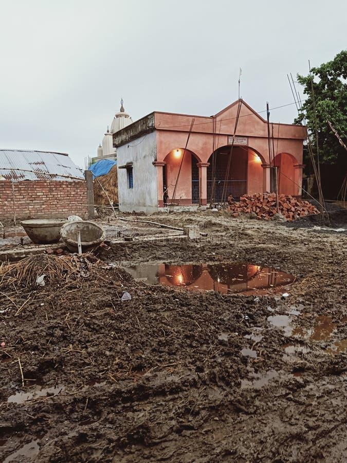 Alter Tempel im ländlichen Dorf in Indien lizenzfreies stockfoto