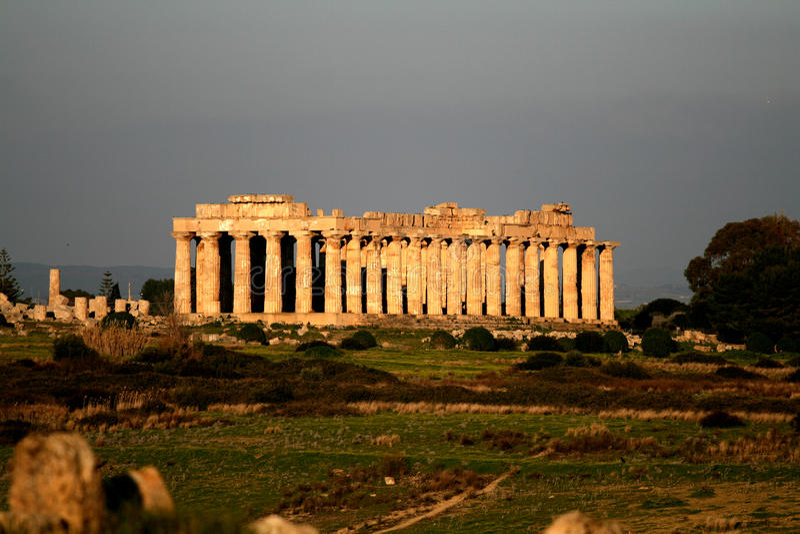 Alter Tempel im selinunte Sizilien lizenzfreies stockbild