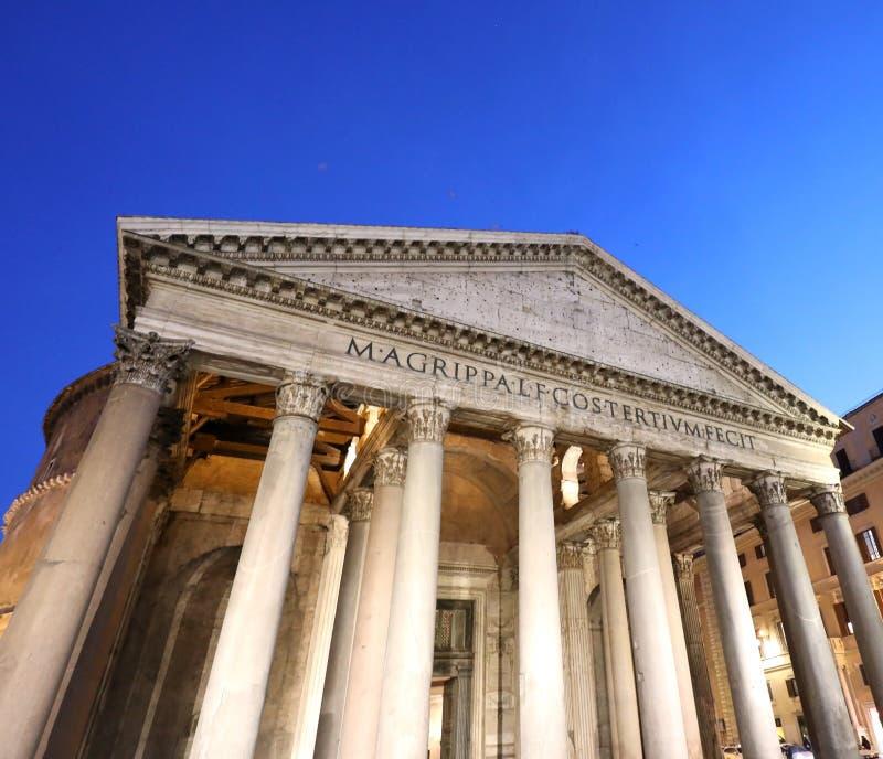 alter Tempel rief Pantheon in der Mitte von Rom in Italien an lizenzfreie stockfotos