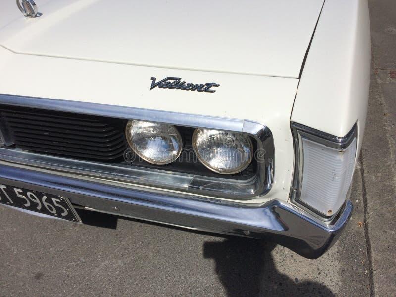 Alter Timer mutige königliche 1975 Chryslers stockbilder