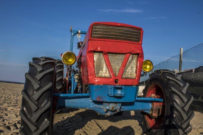 Alter Traktor lizenzfreie stockfotos