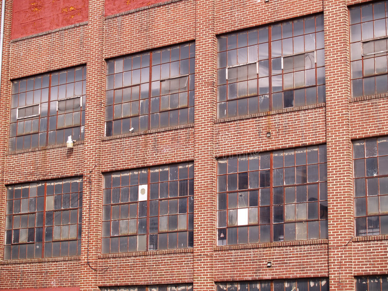alter verlassener Fabrikauszug stockbilder