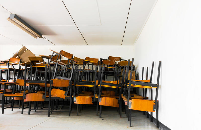 Stuhl schule latest tisch und stuhl gezeichnet hand for Stuhl design schule