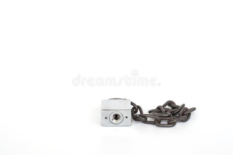 Alter Verschluss und alte Kette auf weißem Hintergrund lizenzfreies stockfoto