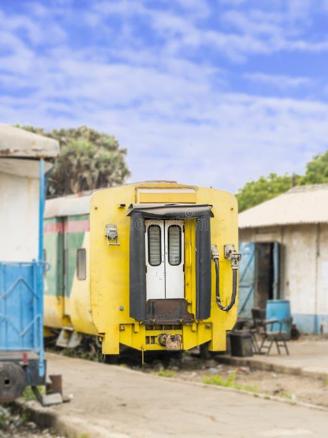 Alter Wagen, verlassener Bahnhof von Dakar, Senegal lizenzfreie stockfotografie