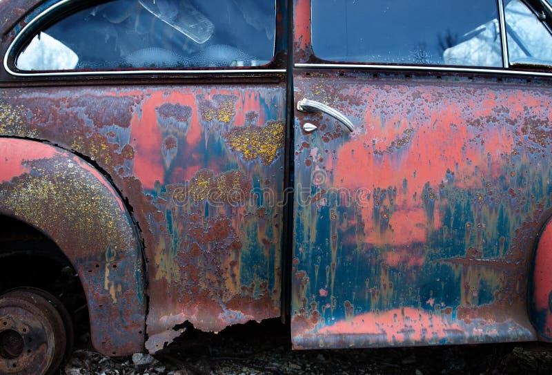 Alter Weinlese-Auto-Rost-Hintergrund stockfotos