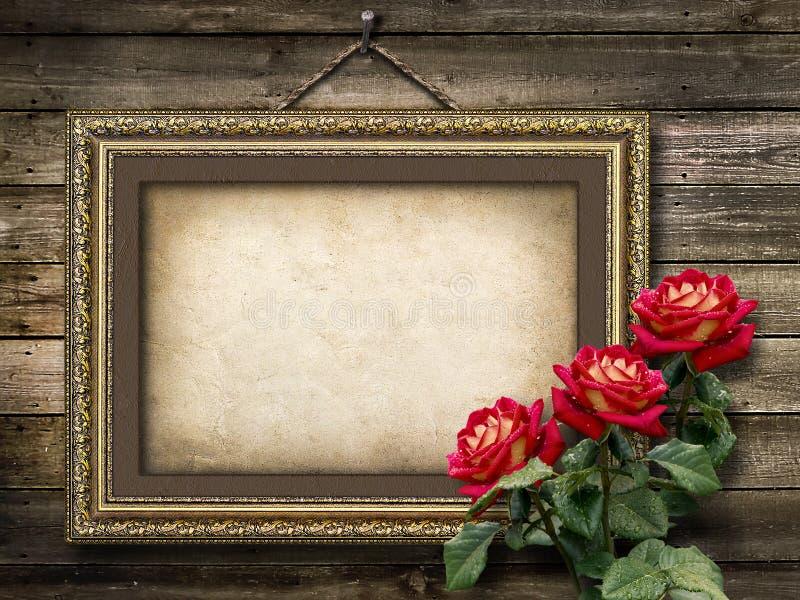 Alter Weinleserahmen für Fotos und ein Blumenstrauß von roten Rosen stockfotos