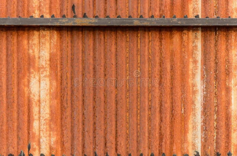 Alter Zinkwandoberflächenzaunhaus-Zinkhintergrund stockfotografie