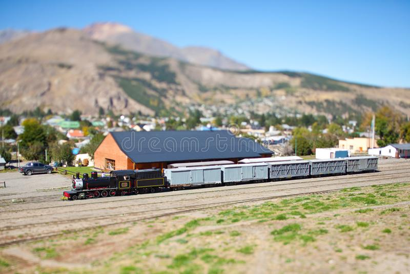 Alter Zug in den Bergen, die zu Esquel im Patagonia, Argentinien gehen stockbild