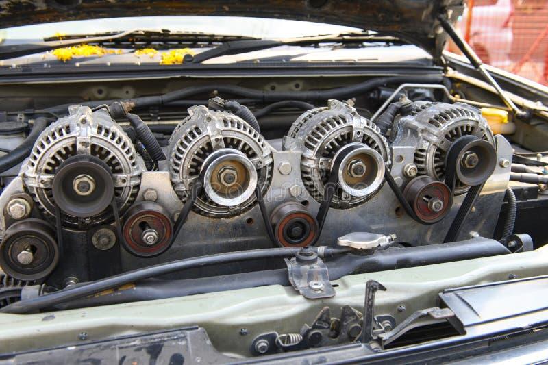 Alternador cuatro para el coche atado en el motor fotografía de archivo libre de regalías