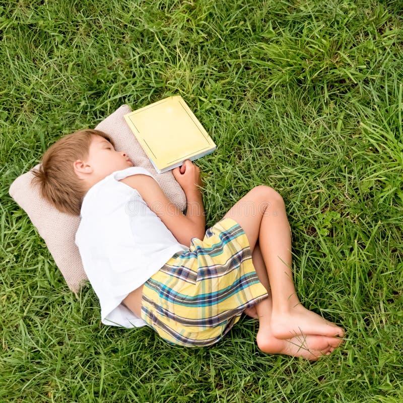 Alternatief onderwijs Terug naar School De zomertijd met boek royalty-vrije stock foto's