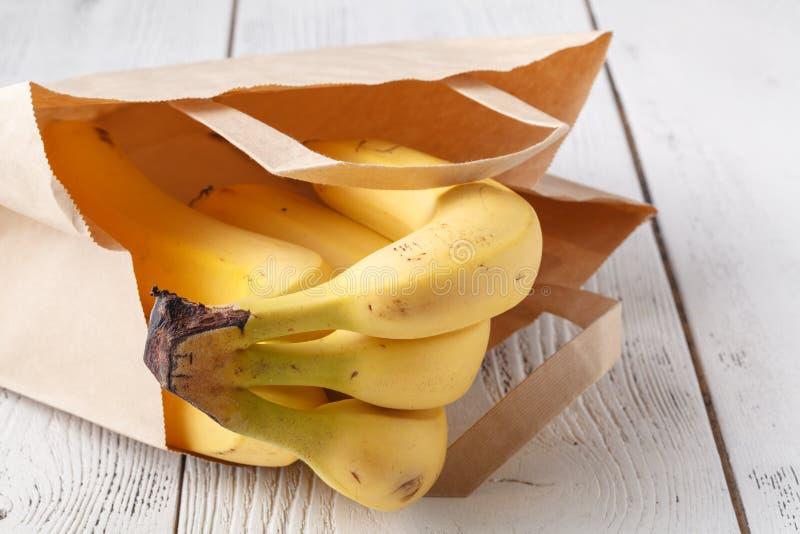Alternatief plastic vrij gezond ingepakt lunchvoedsel die authentiek echt eigengemaakt die voedsel gebruiken in bruine vetvrij pa stock afbeelding