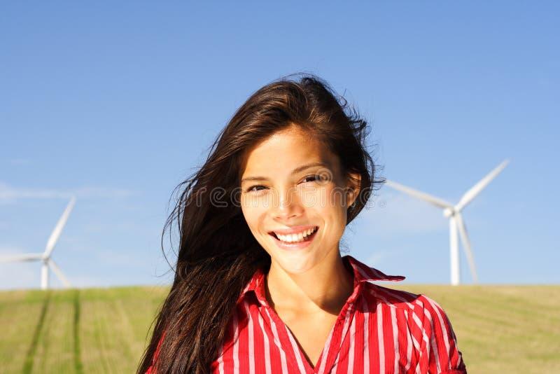Alternatieve energievrouw stock foto