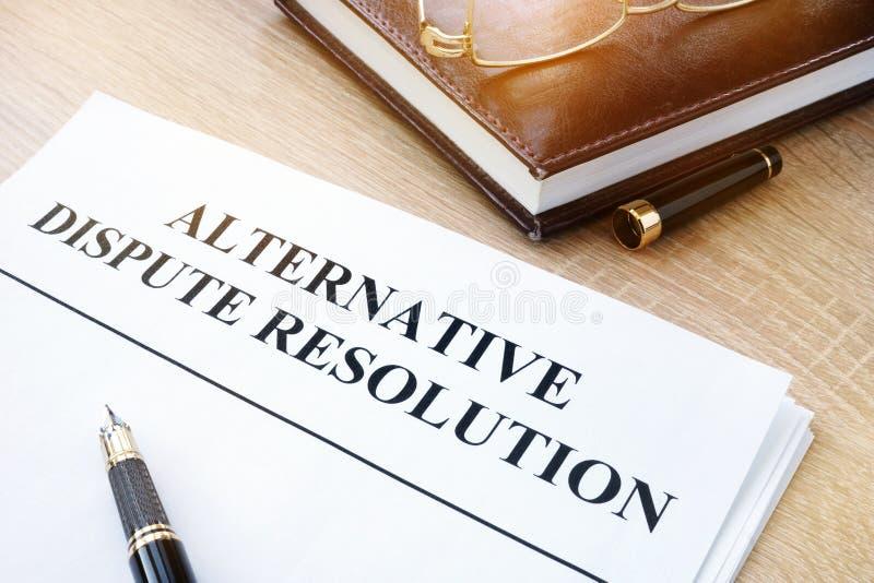Alternatieve geschillenbeslechting ADR in een bureau royalty-vrije stock afbeeldingen