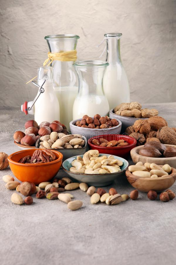 Alternatieve types van melk De zuivelmelk van het veganistsubstituut royalty-vrije stock fotografie
