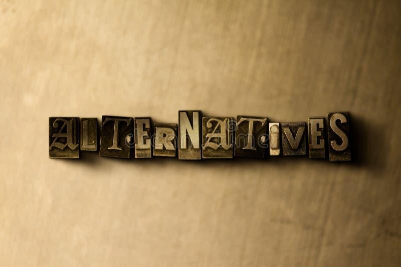 ALTERNATIEVEN - close-up van grungy wijnoogst gezet woord op metaalachtergrond royalty-vrije illustratie