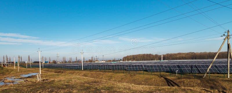 alternativ digital wind för turbiner för källor för illustration för energifältgräs Solenergistationer arkivbilder