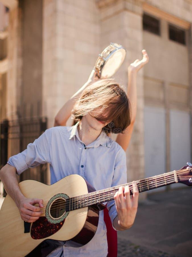 Alternativ indie musik för gataaktör royaltyfri bild