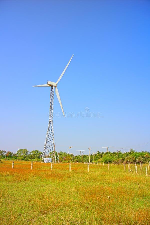 Alternativas 6 da energia Exploração agrícola de vento na província indiana de Kerala imagem de stock