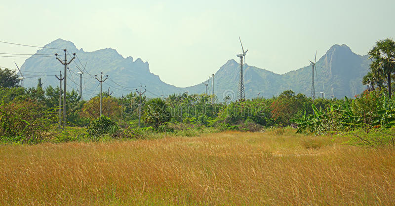 Alternativas 6 da energia Exploração agrícola de vento na província indiana de Kerala fotos de stock royalty free