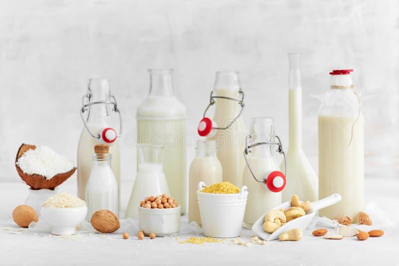 Alternative Arten von milk Ersatzmilch des strengen Vegetariers molkerei lizenzfreie stockbilder