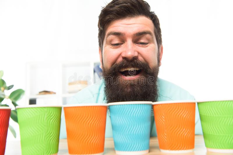 Alternatives Konzept Auswahl eine Verschiedenartigkeit und Wiederverwertung Eco-Papierschale Kaffee, zum Papierzu gehen cup Wievi lizenzfreies stockbild