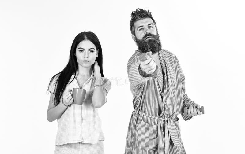 Alternatives Lebensstilkonzept Paar, Familie bietet Quelle der alternativen Energie an Paare in der Liebe im Pyjama, Bademantelst lizenzfreies stockbild