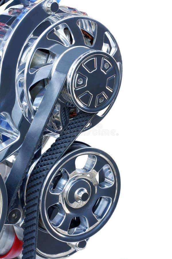Alternator en Riem op een hoge prestatiesmotor royalty-vrije stock foto