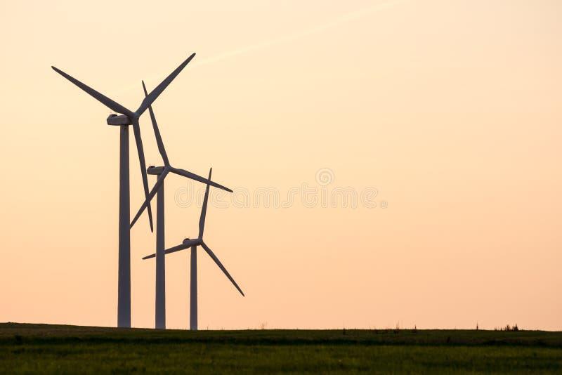 Alternatywna energia z siłą wiatru zdjęcia stock