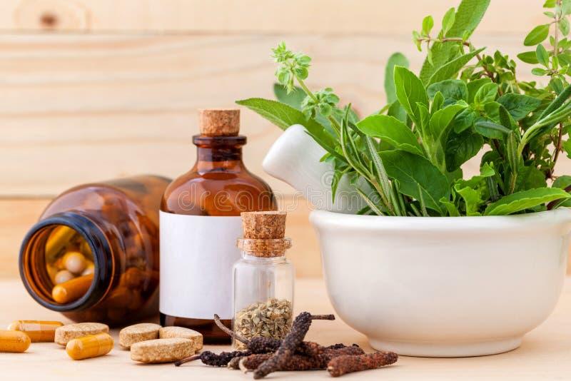 Alternatywnej opieki zdrowotnej świeży ziołowy zdjęcia stock