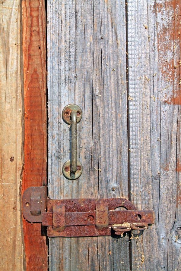 Alternde hölzerne Tür stockfotografie