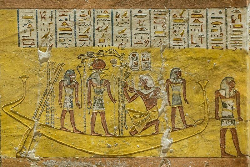 Altes ägyptisches Wandbild innerhalb eines Grabs in lizenzfreies stockfoto