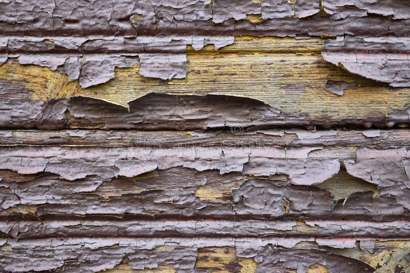 Altes Öl lackiert verdünnt flochene schuppige Holzmalerei Wand braune Schokolade gelb innen als Design Hintergrund lizenzfreie stockfotos