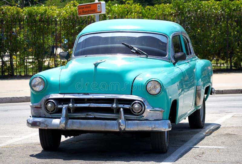 Altes amerikanisches Auto in einer Straße von Havana, Kuba stockbilder